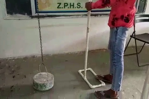 Single Manhole cover lifter to reduce the physical strain